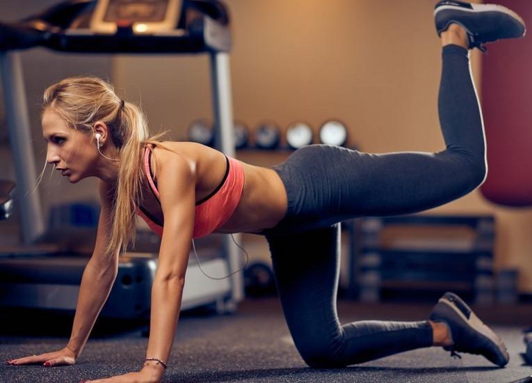 Ćwiczenia na pośladki w siłowni